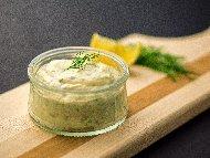 Домашен сос Тартар с майонеза, кисело мляко и кисели краставички